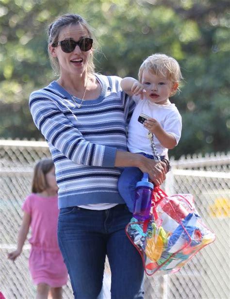 Garner Expecting Baby Number 2 by Garner And Ben Affleck Are Expecting Baby Number