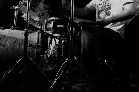 imagenes blanco y negro rock imagen de baterista foto gratis
