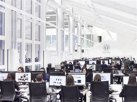 yoox sede yoox investe 200 milioni a bologna e assume 600 persone