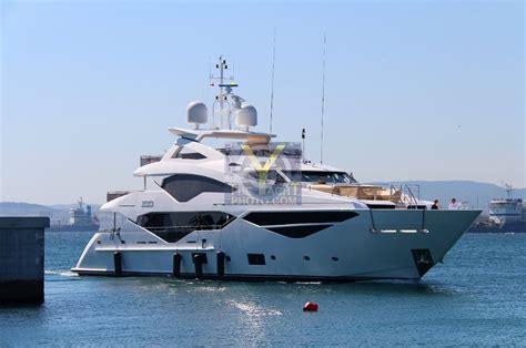 yacht zozo motor yacht zozo sunseeker 40 05m 2016