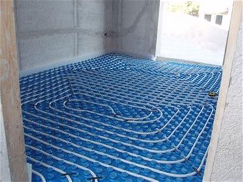 riscaldamento a pavimento pregi e difetti riscaldamento radiante a pavimento come realizzarlo