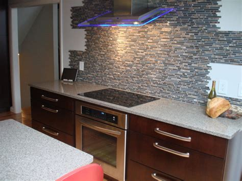 decorating your kitchen by replacing kitchen cabinet doors