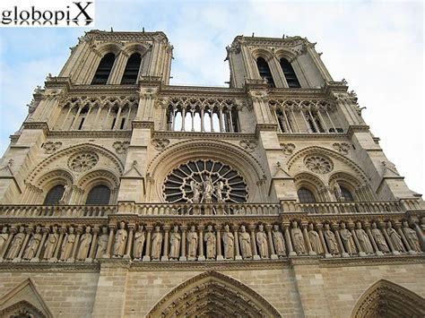 bateau mouche traduzione in italiano foto parigi cattedrale di notre dame globopix