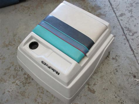 1986 bayliner capri 2 3l 18ft engine cover seat cushion - Bayliner Boat Engine Cover