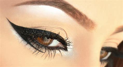 Eyeshadow Kering cara memakai eyeliner
