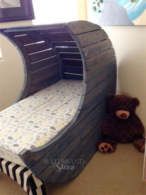 Handmade Toddler Bed - 17 best ideas about pallet bed on pallet