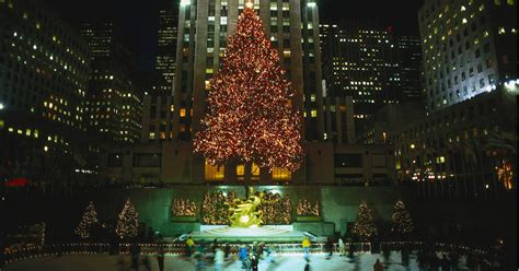 restaurant with view of christmas tree at rockefeller how is the rockefeller tree plus more facts