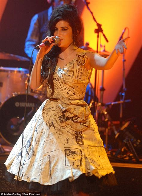 Winehouse Weds In Miami by Winehouse S Wedding Dress Stolen From Home Where She