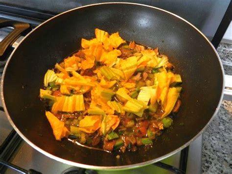 sugo con fiori di zucchina tagliatelle con zucchine fiori di zucchina e funghi