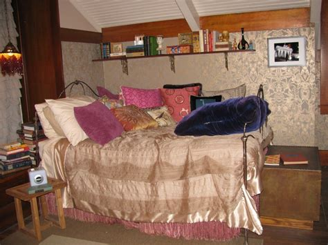 pretty little liars bedrooms aria s bedroom from pretty little liars