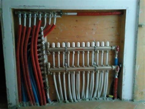 collettore riscaldamento a pavimento foto collettore riscaldamento a pavimento di ditta