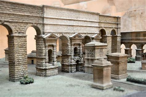 roma porta maggiore porta maggiore la porta romana pi 249 colossale capitolivm