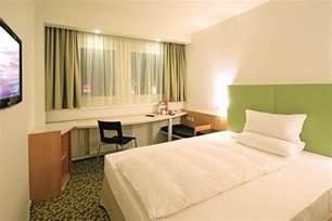 standard queen bed size file ibis hotels dresden single room standard queen size