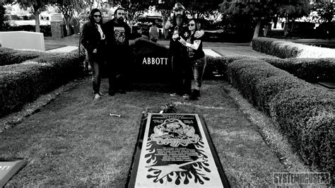 at grave samron jude visits dimebag darrell s grave and the rail club in photos