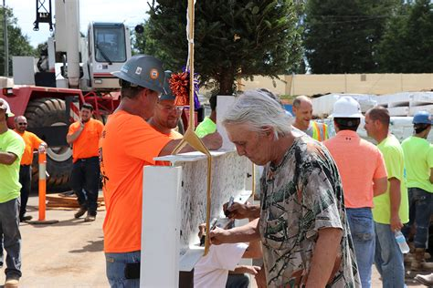 mankiller health center celebrates topping abernethy laurels celebrates topping out of new health and