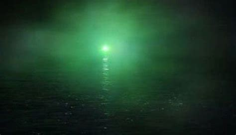 what does the green light in the great gatsby the green light symbolizes his future with