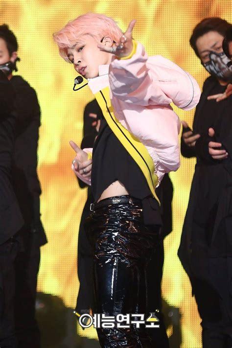 Celana Jin Bts Melorot jimin bts buat fans meleleh dengan celana lateks harianpost