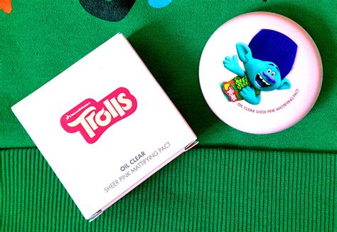 Faceshop Trolls Edition Clear Blotting Pact review the shop clear sheer pink mattifying pact spf 30 pa trolls edition