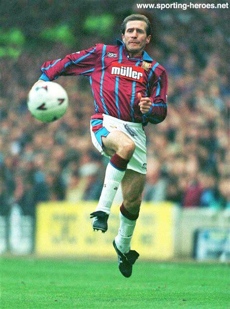 gordon cowans league appearances for villa aston villa fc