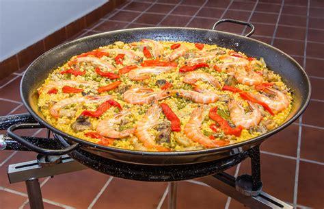 videos de cocina tradicional espa ola paella espa 241 ola tradicional cocinada en una cacerola