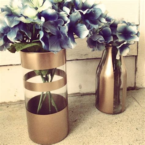 Spray Paint Glass Vase by Diy Gold Spray Painted Vases With Flowers Design