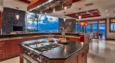 spectacular resort style beach house  maui