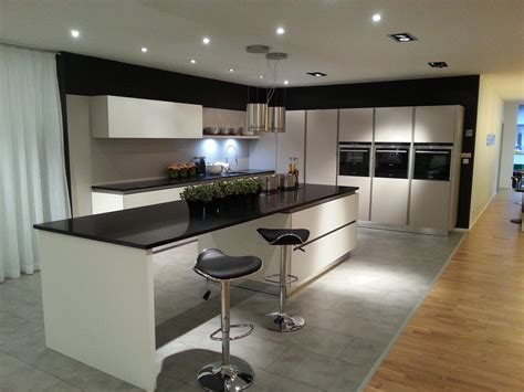 Charmant Ikea Cuisine Equipee Prix #2: Cuisine-blanche-sans-poignees-grand-ilot-1.jpg
