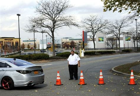 Garden State Plaza Security Office N J Mall Shooter Found Dead Later From Nwadg