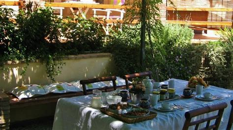 colazione in giardino colazione in giardino foto di rosa dei venti