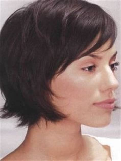 lady intermediate hair lindy booth with short red hair in easy flippy semi formal