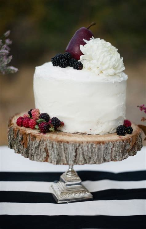 Berry Garnished Rustic Wedding Cake   Fab Mood   Wedding