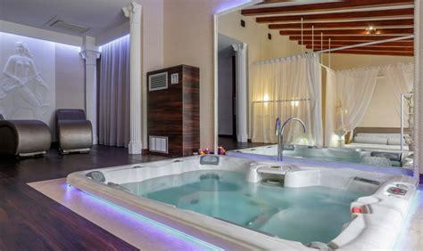 hotel torino con vasca idromassaggio torino e piemonte 6 bellissimi hotel con suite a tema