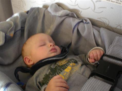 baby 8 monate schlaf babys erster flug tipps zum entspannten fliegen mit