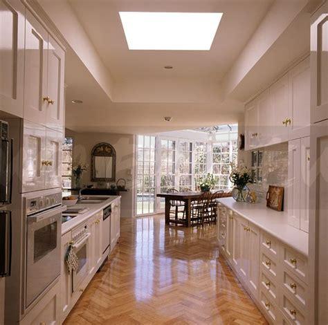 White House Kitchen Garden - image parquet flooring in modern white kitchen ewa stock photo library