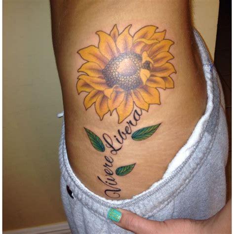 tatuaggio fianco fiori tatuaggi fiori esempi foto e galleria fotografica di