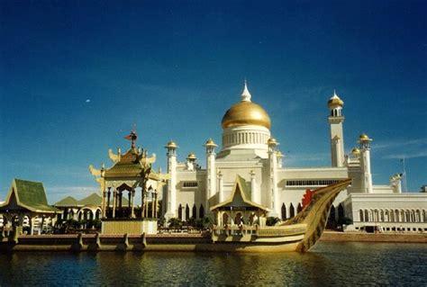 sultan hassanal bolkiah palace sultan of brunei hassanal bolkiah one of the richest