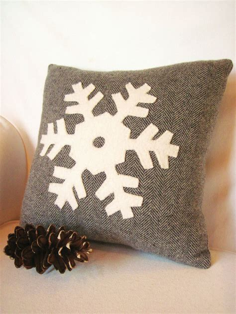 Decorative Pillow Designs by 8 Rustic Accent Pillow Ideas To Add Some Coziness This Winter