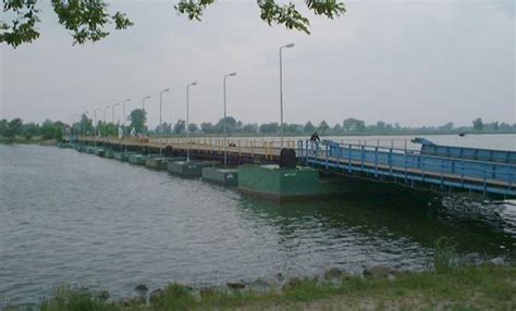 pontoon definition pontoon bridge britannica
