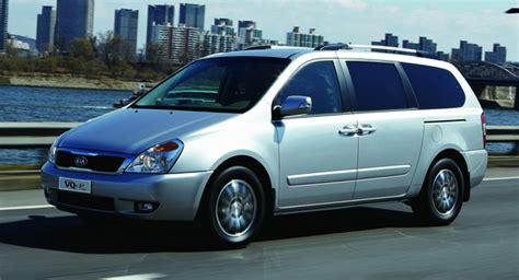 Kia Vq Kia Carnival Minivan Gets The Procrustean Stretch For The