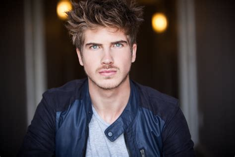 joey graceffa joey graceffa wallpapers images photos pictures backgrounds