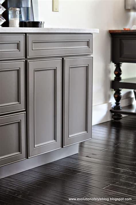 gray cabinets what color walls color spotlight benjamin moore chelsea gray