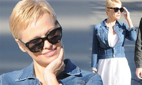 pamela anderson loses pixie cut pamela anderson wears extensions that haircut goes with everything pamela anderson shows
