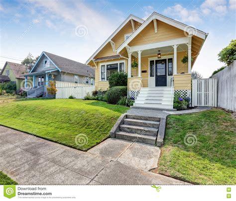 pittura esterno casa casa americana dell artigiano con pittura per