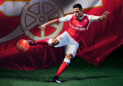alexis sanchez kit photos sanchez and ozil model arsenal s new puma home kit
