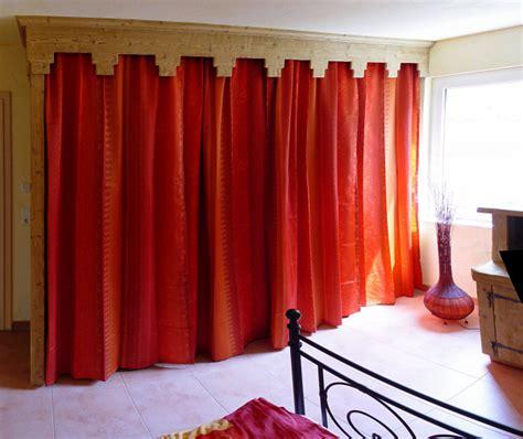 regal verdecken vorhang kleiderschrank selber bauen mit vorhang tesoley