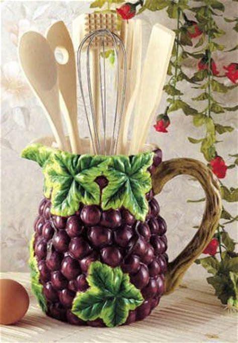 grape kitchen decor 1000 ideas about kitchen wine decor on pinterest