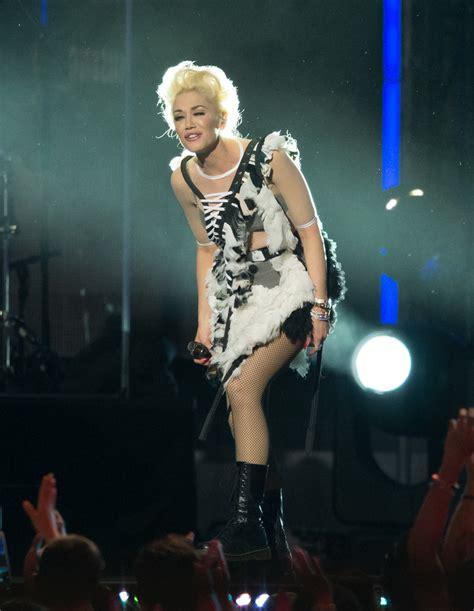 Gwen Stefani On Jimmy Kimmel by Gwen Stefani And Takes To Jimmy Kimmel Zimbio
