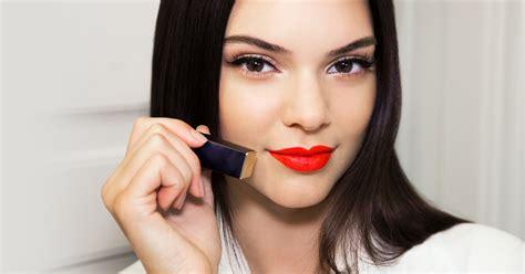 Lipstik Jenner summer lipsticks kendall jenner s vogue it