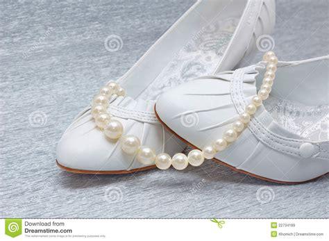 Hochzeitsschuhe Mit Perlen hochzeitsschuhe mit perlen lizenzfreie stockbilder bild