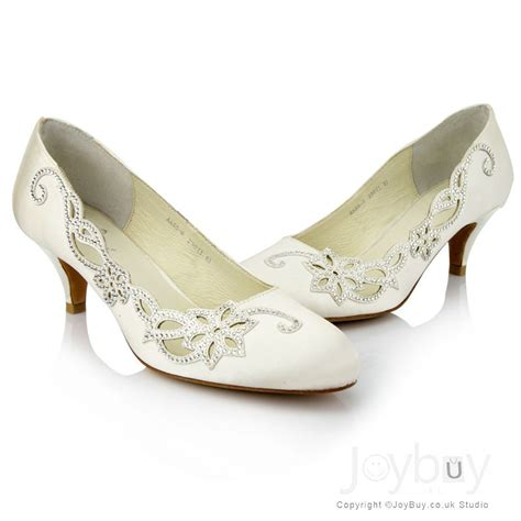 Brautschuhe Mit Flachem Absatz by Low Heel Wedding Shoes For A And Feminine Appearance
